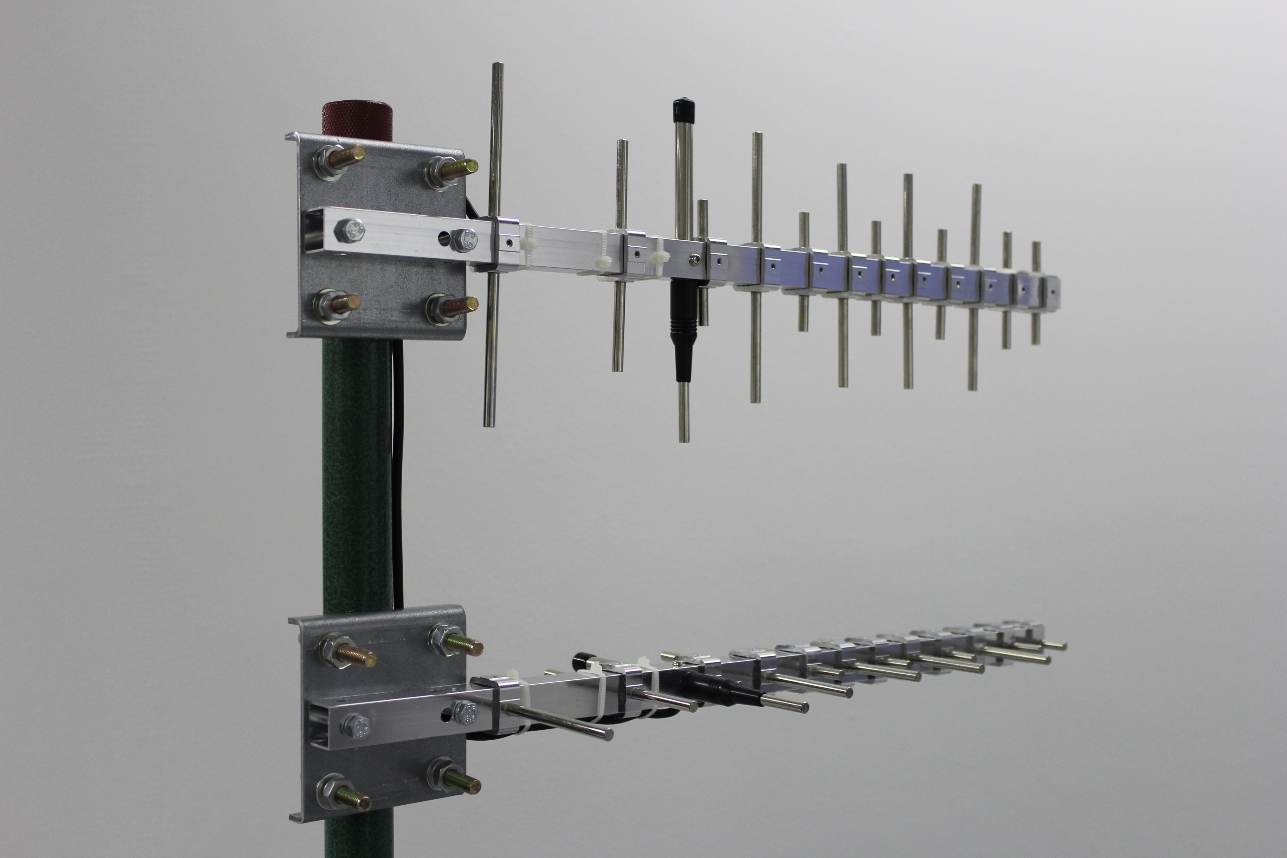 XPOL yagi set for 690-2700 MHz with modem adapters